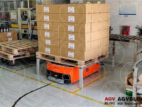 What is the difference between AGV intelligent picking and traditional picking mode?