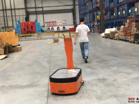 Effectively improve the efficiency of warehouse transportation AICRobo warehouse transportation robot completed the initial test